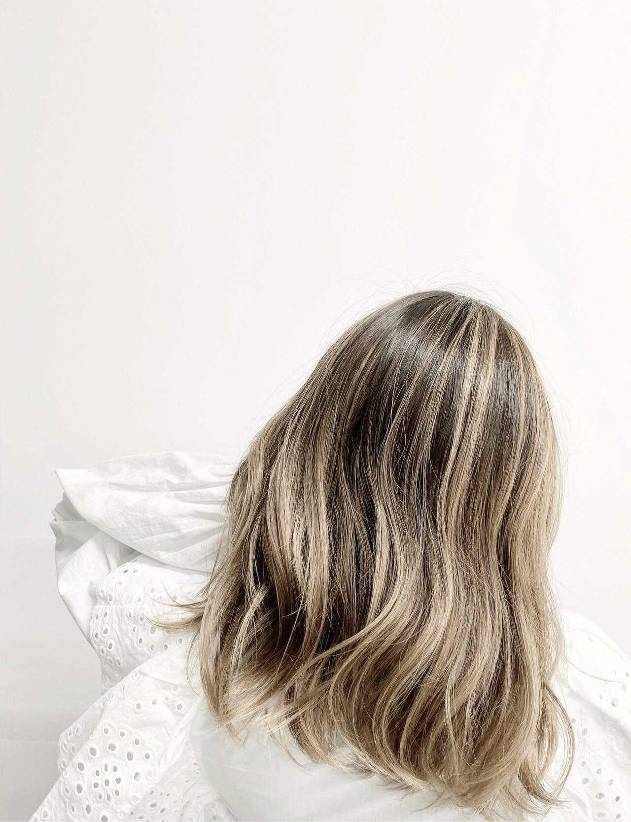 グラデーションカラー 外国人風カラー ブリーチカラー ナチュラルヘアスタイルや髪型の写真・画像