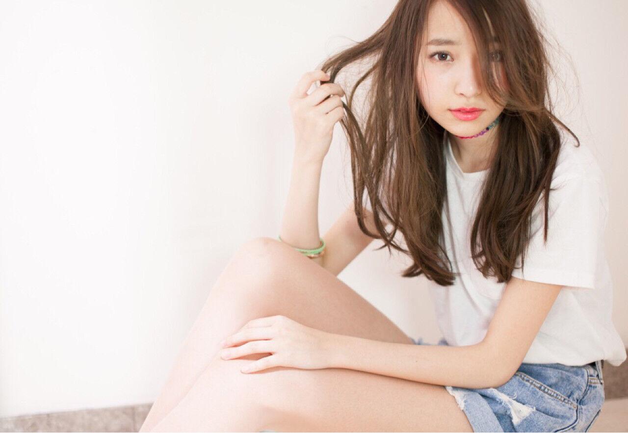 外国人風 ピュア ブラウン ロングヘアスタイルや髪型の写真・画像