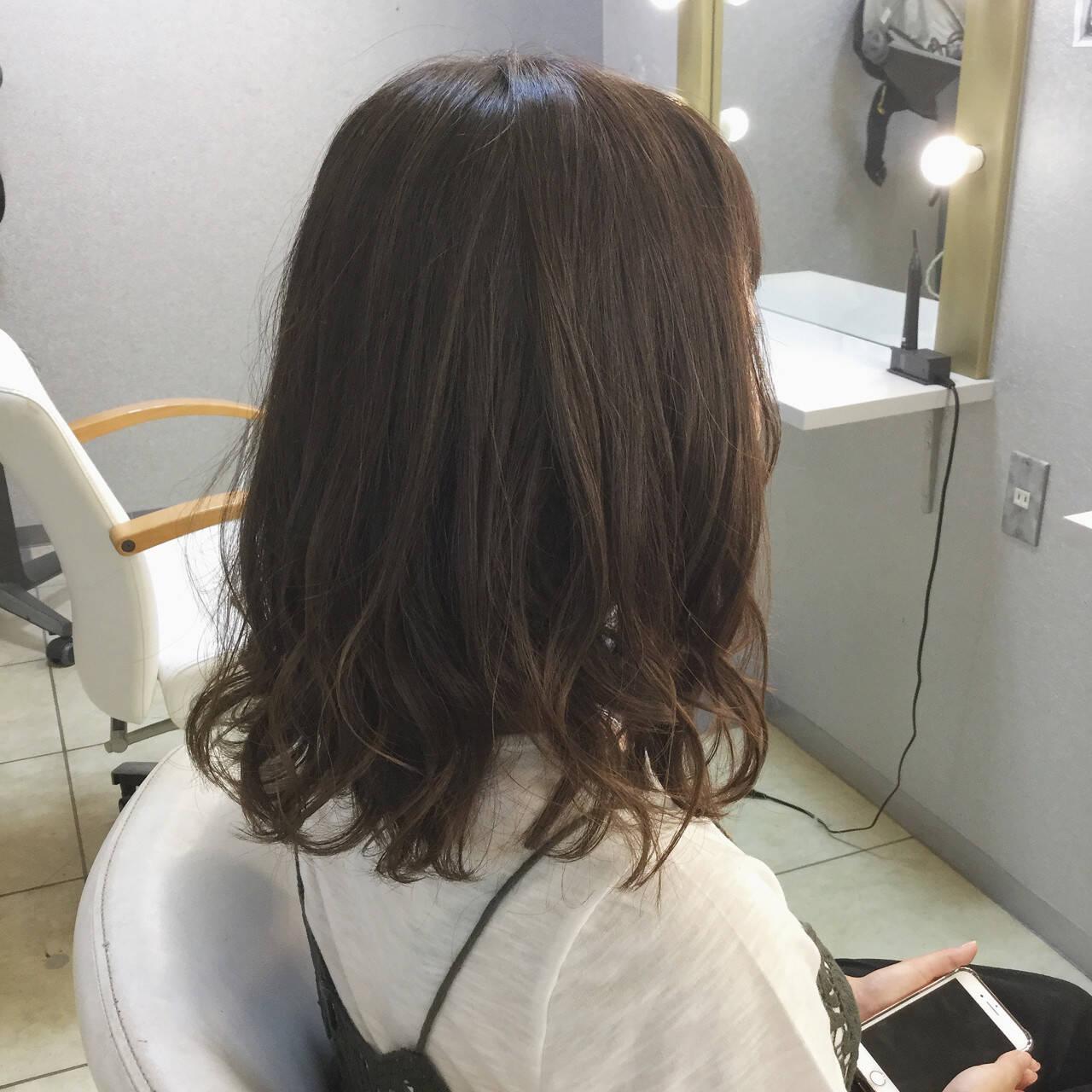 アンニュイ ハイライト アッシュ ウェーブヘアスタイルや髪型の写真・画像