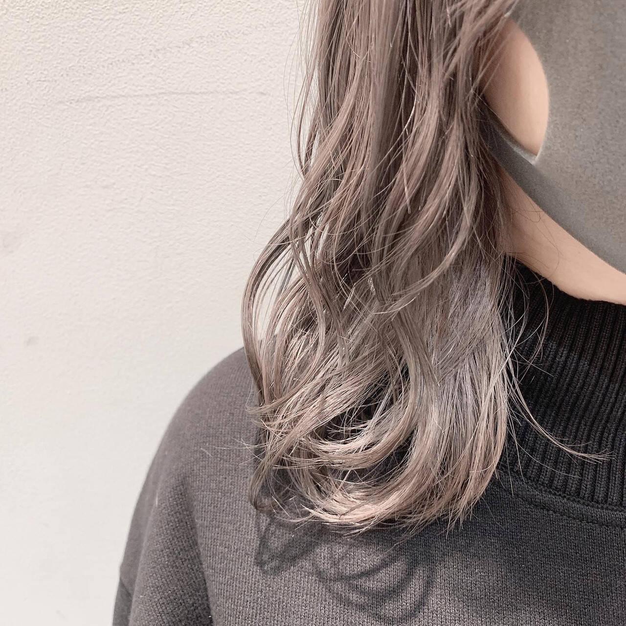 ブリーチ ホワイトグレージュ インナーカラー ストリートヘアスタイルや髪型の写真・画像