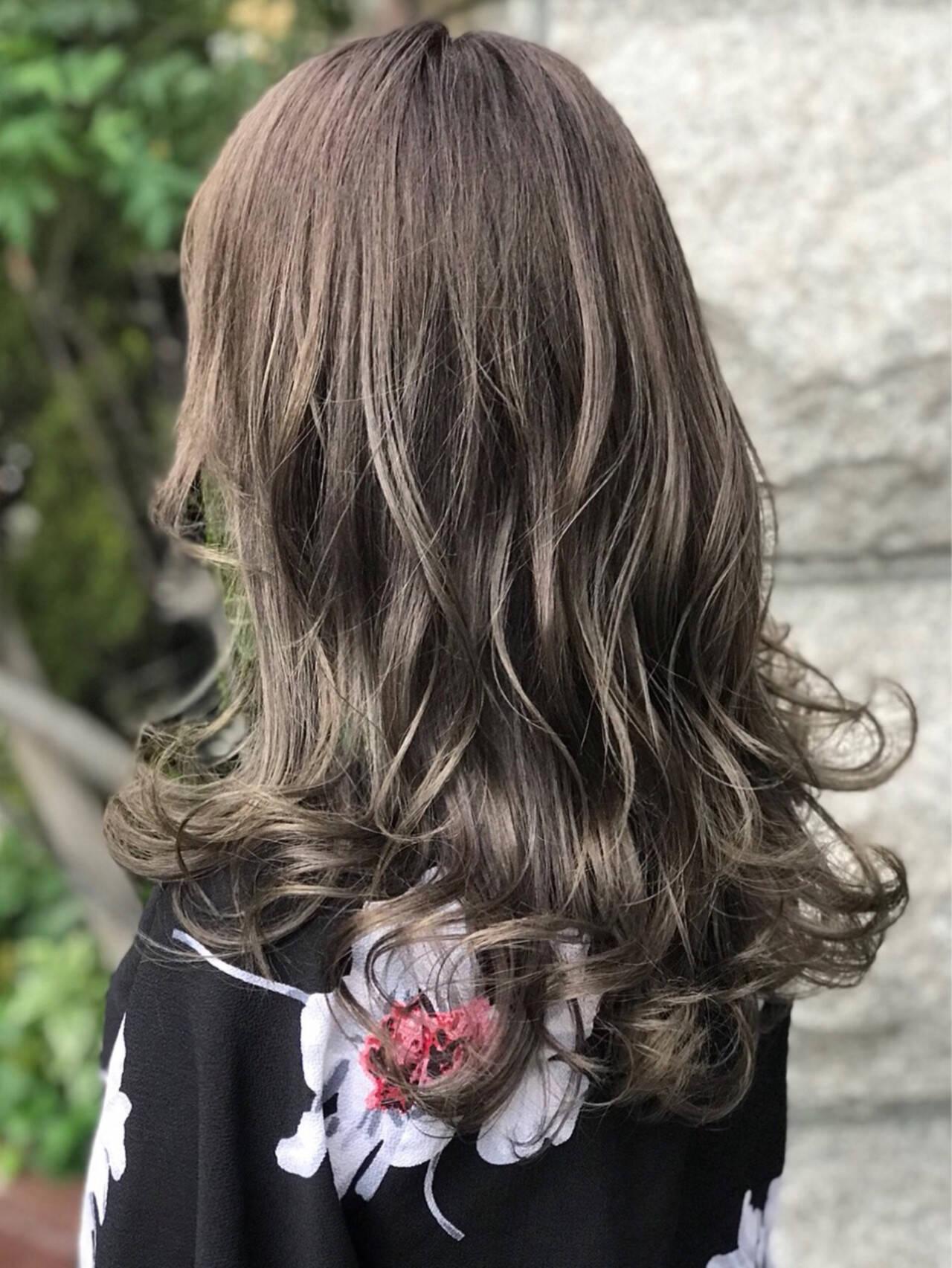 暗髪 外国人風カラー セミロング アッシュヘアスタイルや髪型の写真・画像