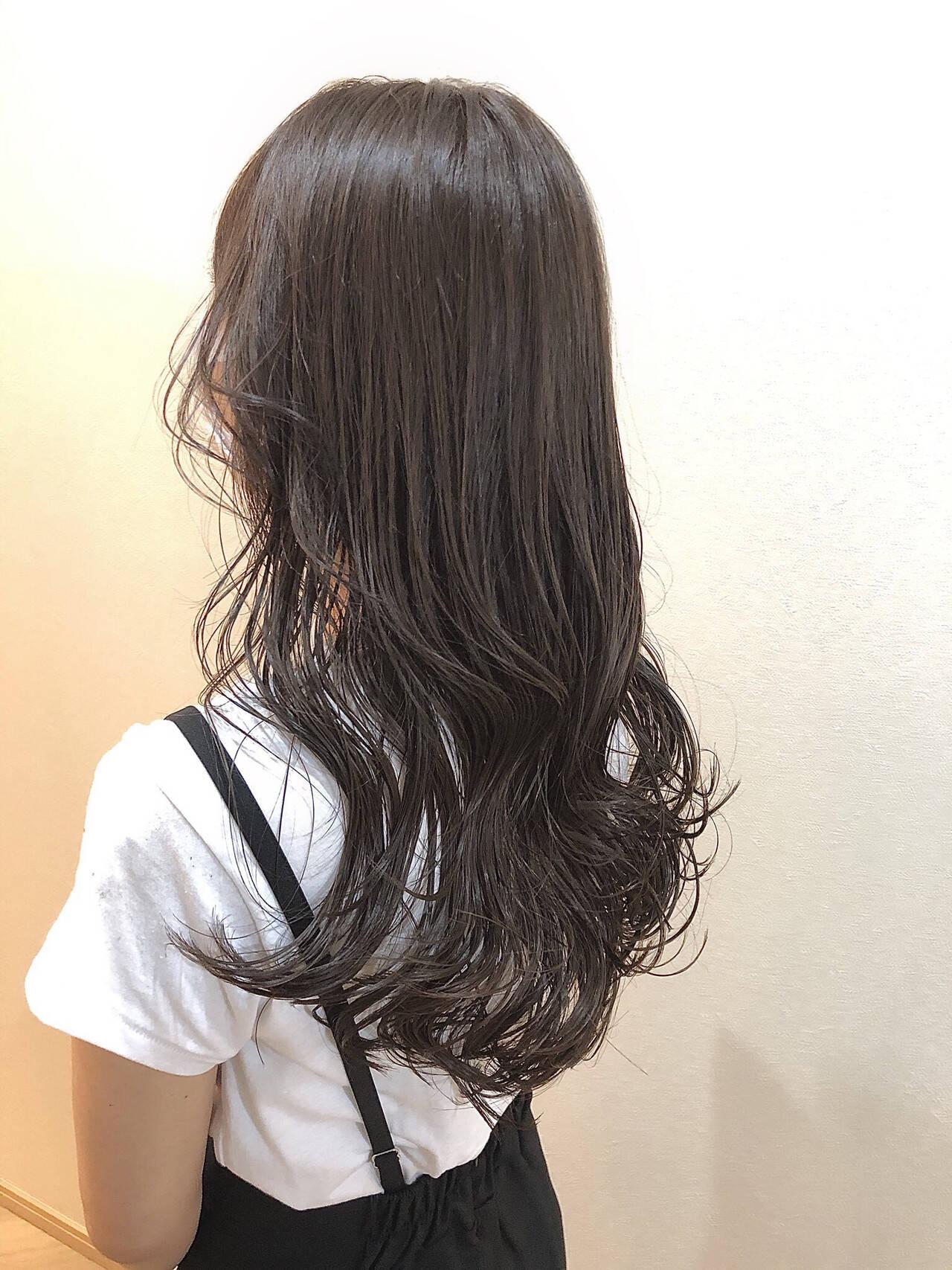 アッシュグレージュ オリーブグレージュ ロング ナチュラルヘアスタイルや髪型の写真・画像