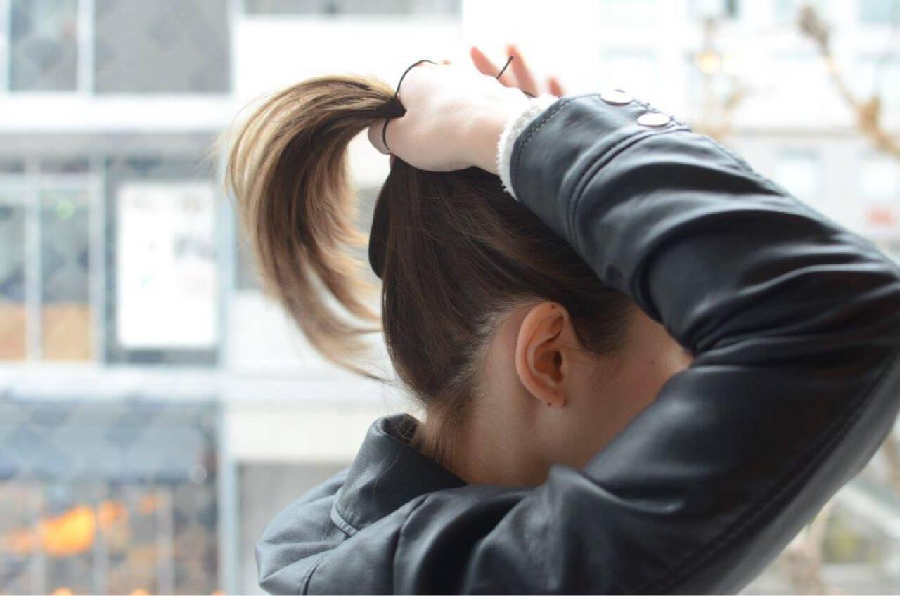 ショート 巻き髪 簡単ヘアアレンジ ポニーテールヘアスタイルや髪型の写真・画像