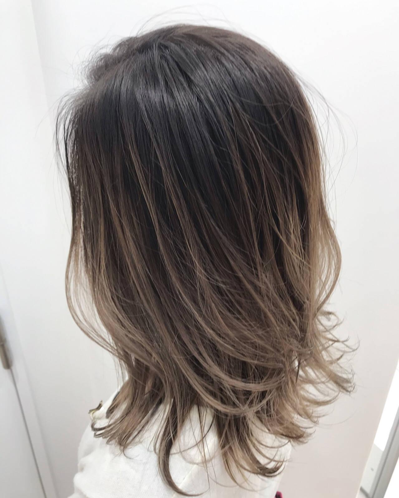 バレイヤージュ ハイライト 外国人風カラー セミロングヘアスタイルや髪型の写真・画像