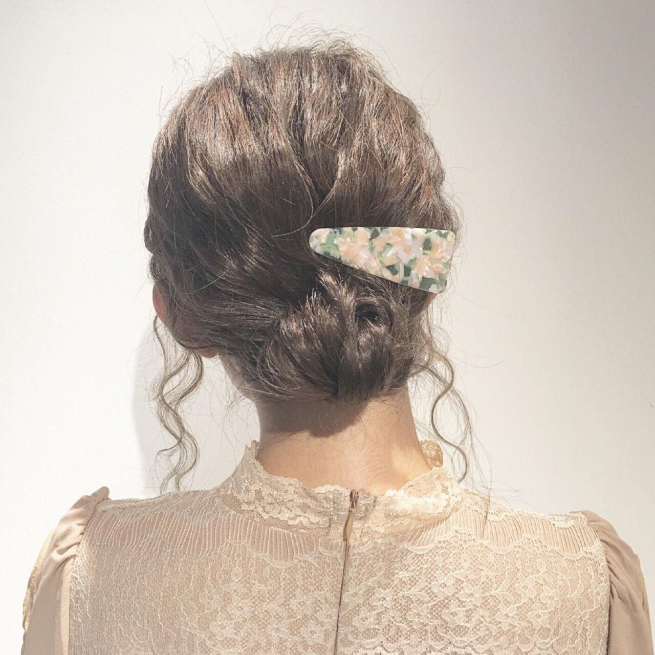 ヘアアレンジ 小顔 ミディアム フェミニンヘアスタイルや髪型の写真・画像