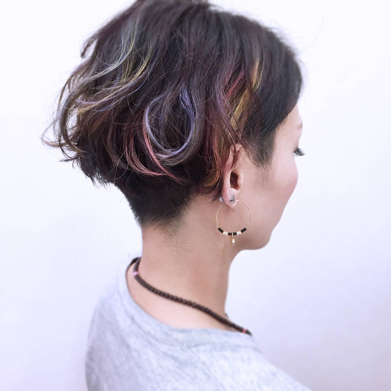 ショート ウェットヘア ハイトーン ストリートヘアスタイルや髪型の写真・画像