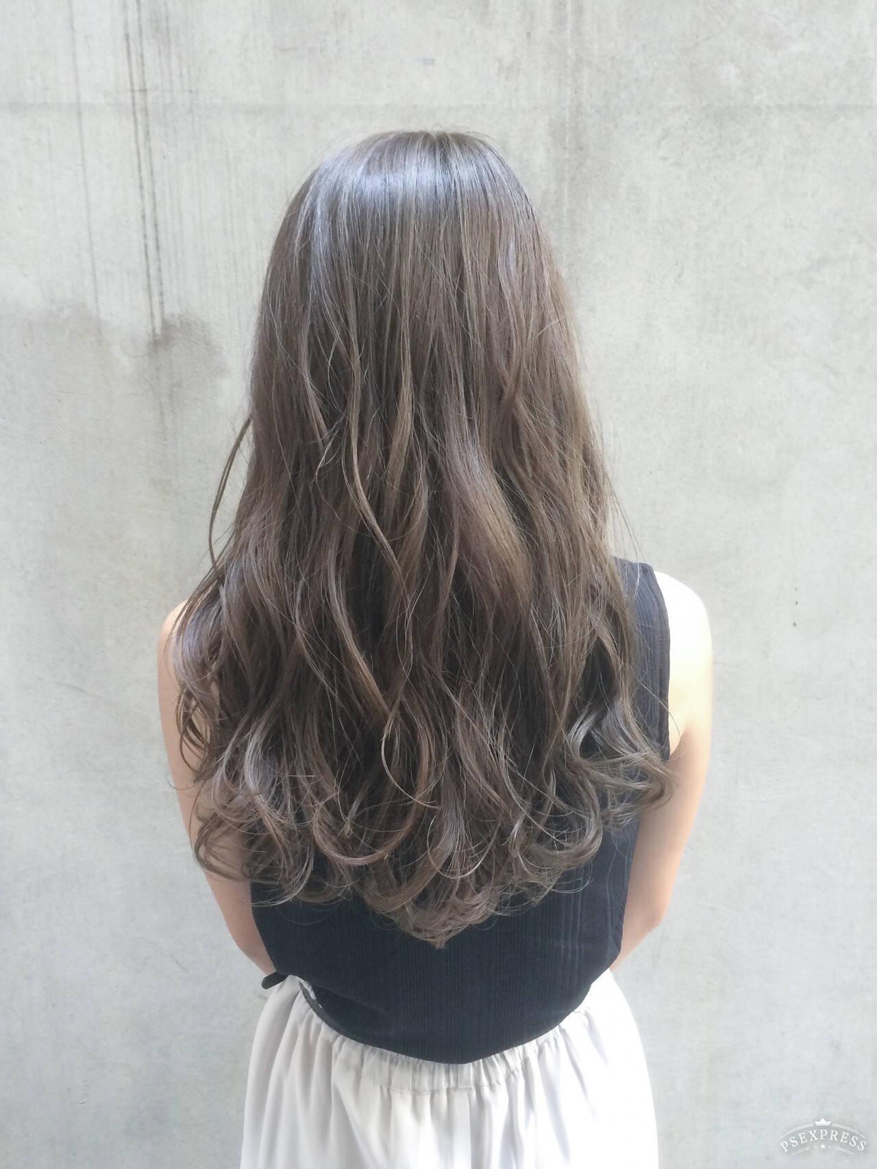 シルバーグレージュ 暗髪 イルミナカラー グレージュヘアスタイルや髪型の写真・画像