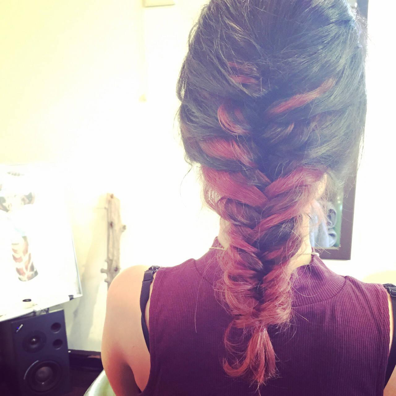 ピンク ハイライト ミディアム インナーカラーヘアスタイルや髪型の写真・画像