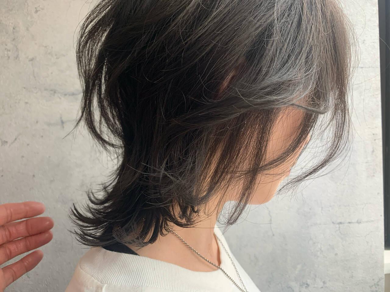 ミディアム ニュアンスウルフ ナチュラルウルフ レイヤーカットヘアスタイルや髪型の写真・画像