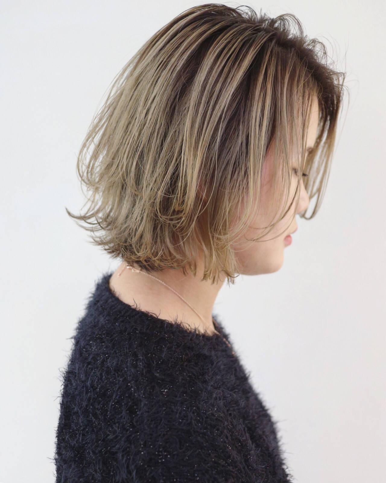 バレイヤージュ グレージュ ナチュラル ボブヘアスタイルや髪型の写真・画像