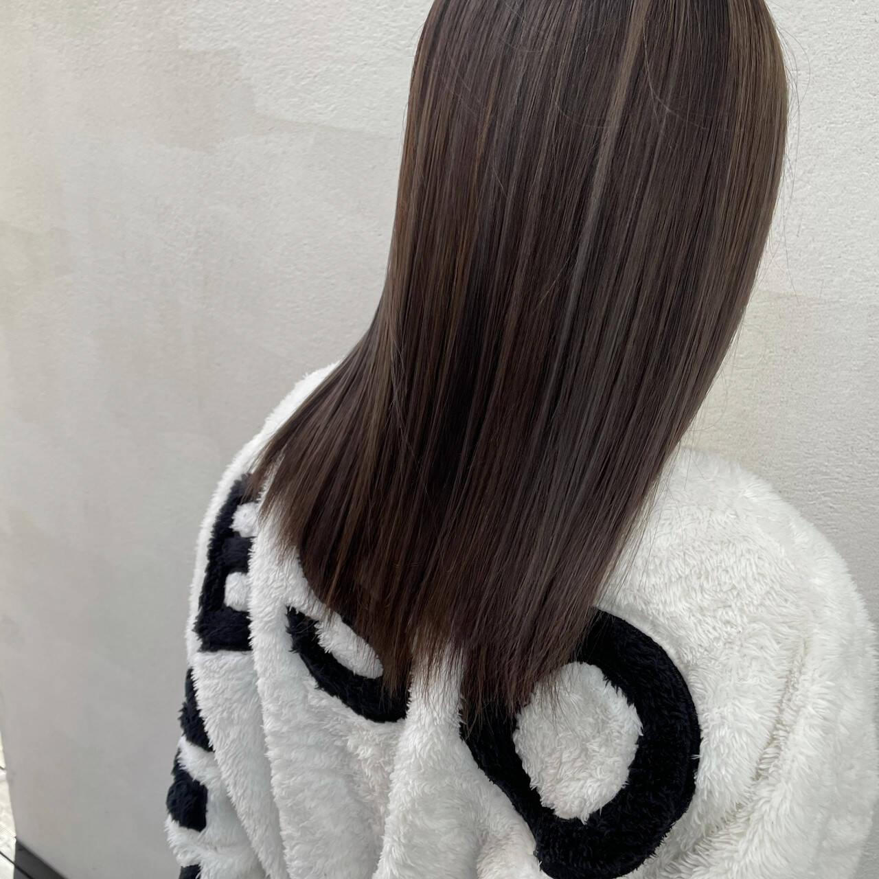 ナチュラル セミロング ナチュラルベージュ 圧倒的透明感ヘアスタイルや髪型の写真・画像