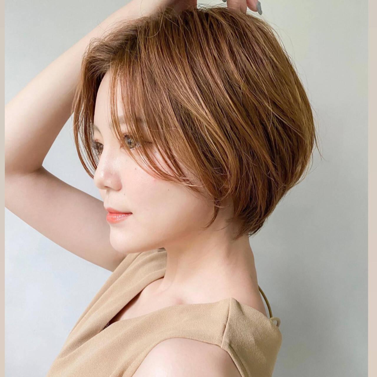 丸みショート 小顔ショート ミルクグレージュ ハンサムショートヘアスタイルや髪型の写真・画像