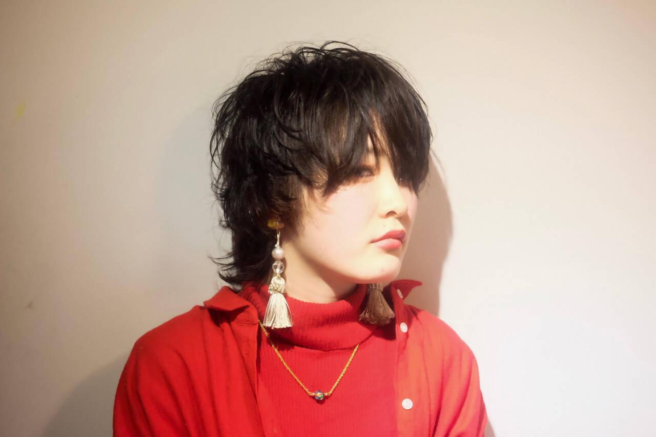 ナチュラルウルフ ウルフパーマ モード ウルフカットヘアスタイルや髪型の写真・画像