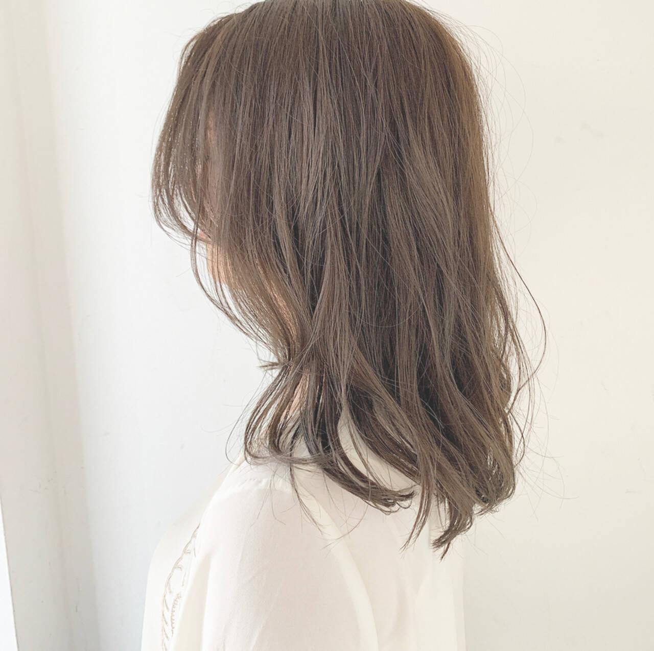 ミルクティーベージュ アンニュイ ミルクティーグレージュ ナチュラルヘアスタイルや髪型の写真・画像