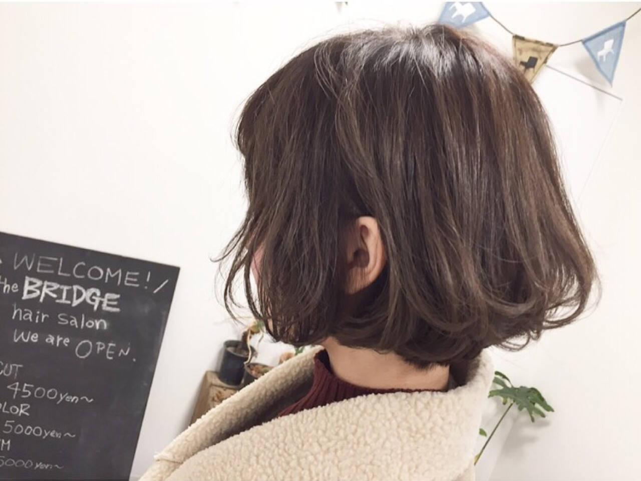 ナチュラル グレージュ ハイライト ショートヘアスタイルや髪型の写真・画像