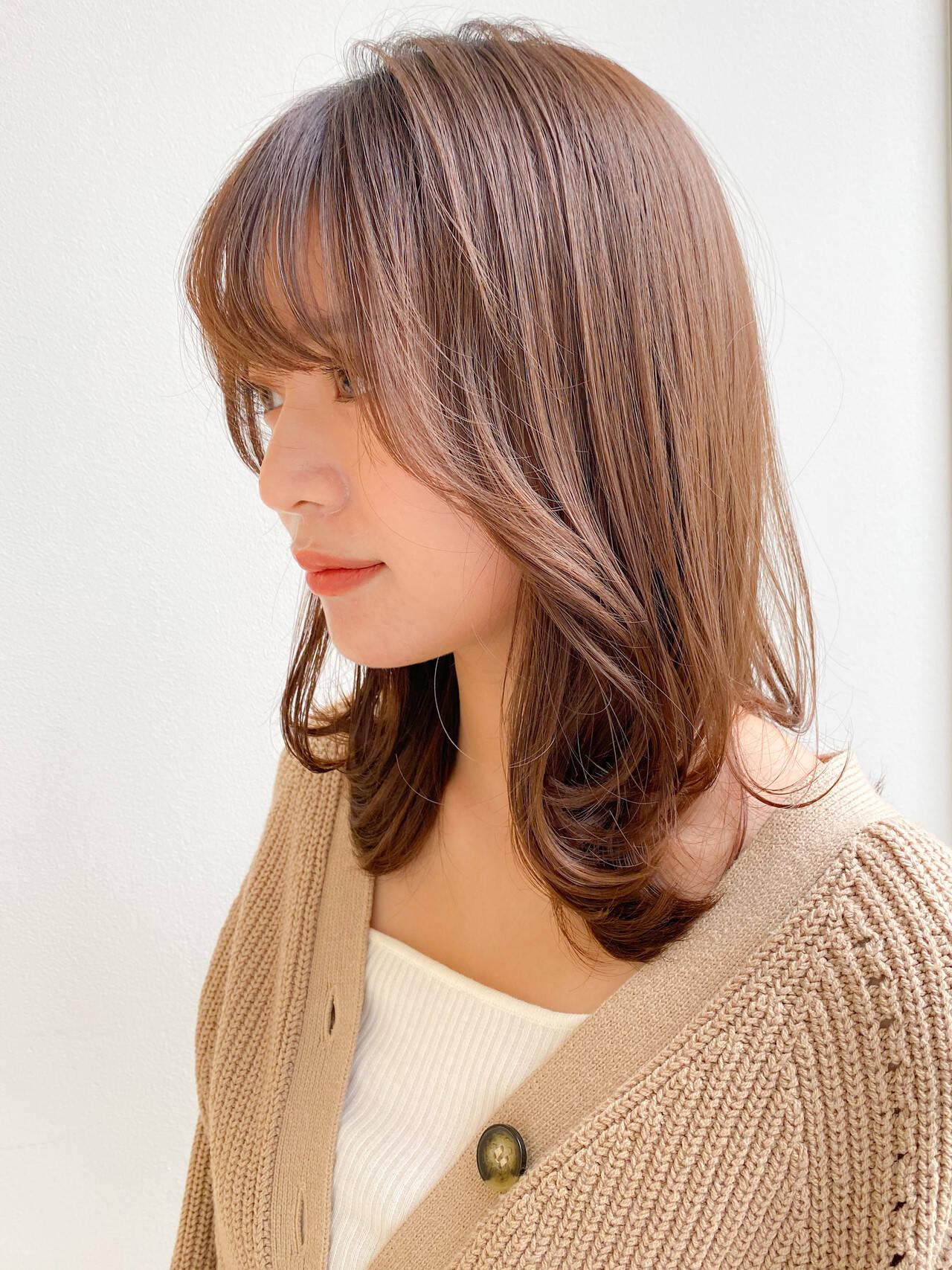 セミロング ナチュラル レイヤースタイル 愛されヘアスタイルや髪型の写真・画像