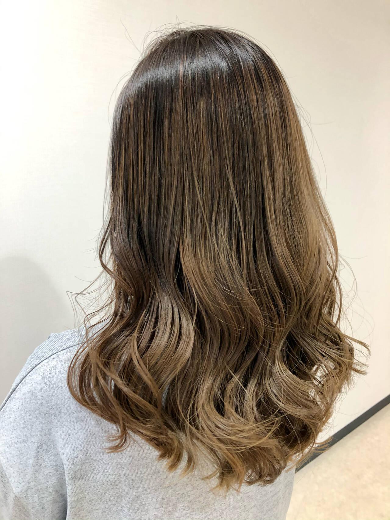 グラデーションカラー ブリーチ ダブルカラー グレージュヘアスタイルや髪型の写真・画像