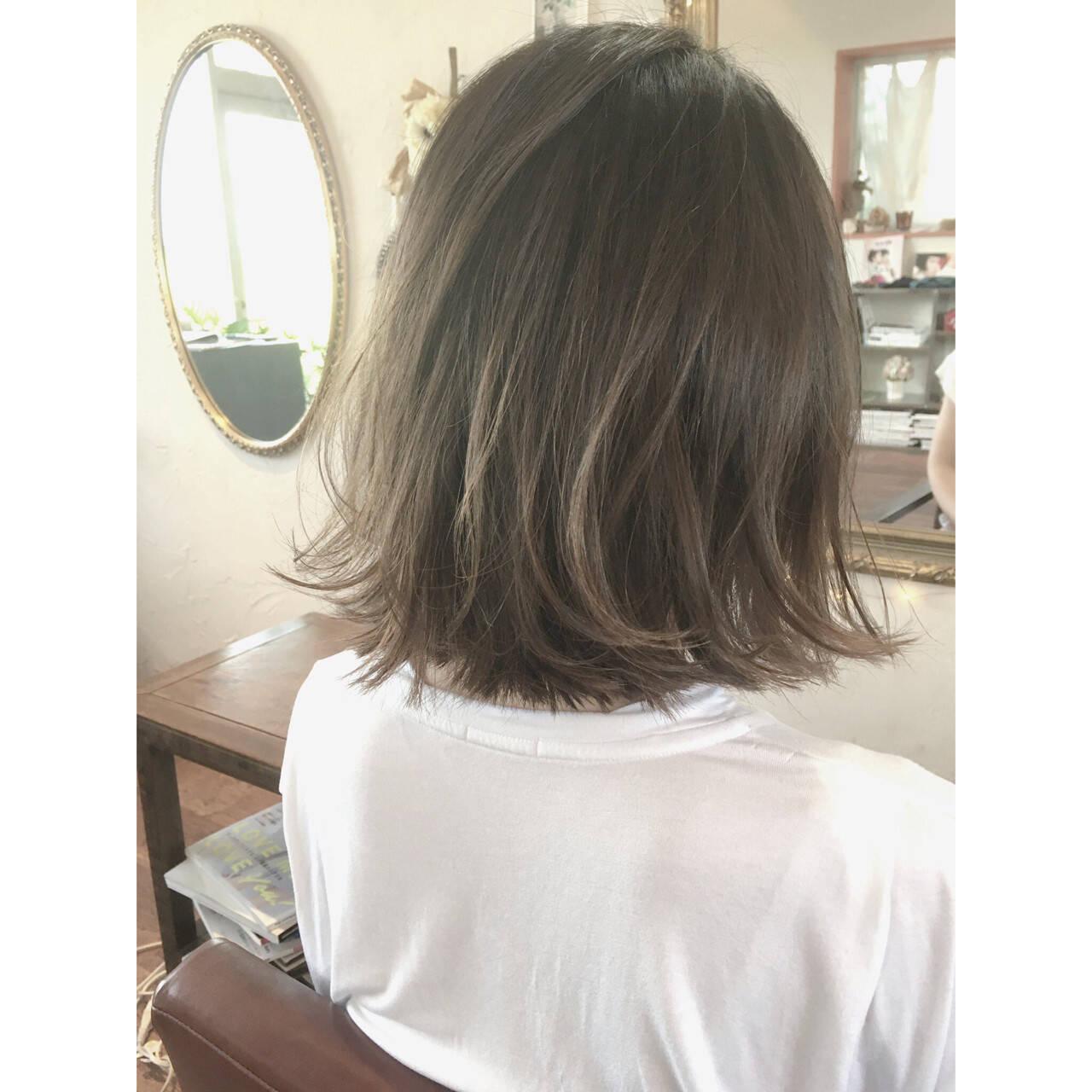 グレージュ ボブ ストリート グラデーションカラーヘアスタイルや髪型の写真・画像