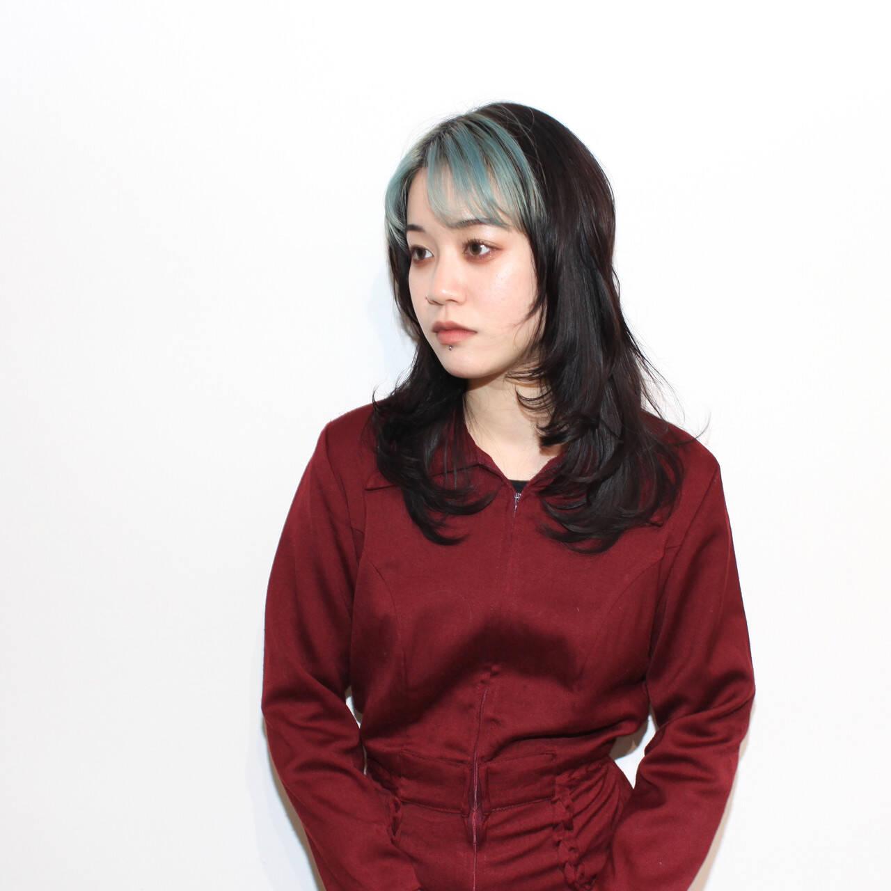 セミロング ハイライト マッシュウルフ ブリーチヘアスタイルや髪型の写真・画像