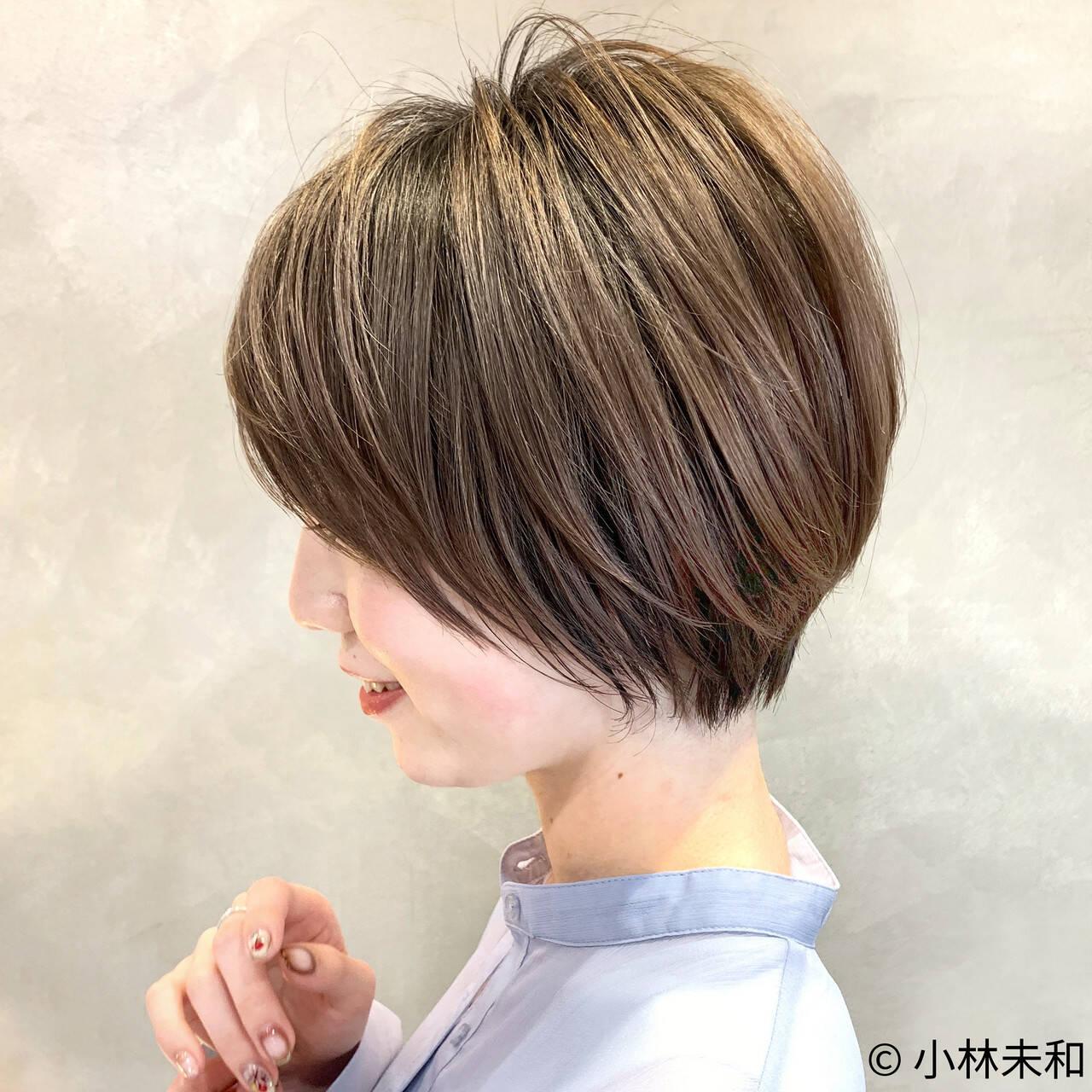 ショートヘア ナチュラル ショートボブ モカベージュヘアスタイルや髪型の写真・画像