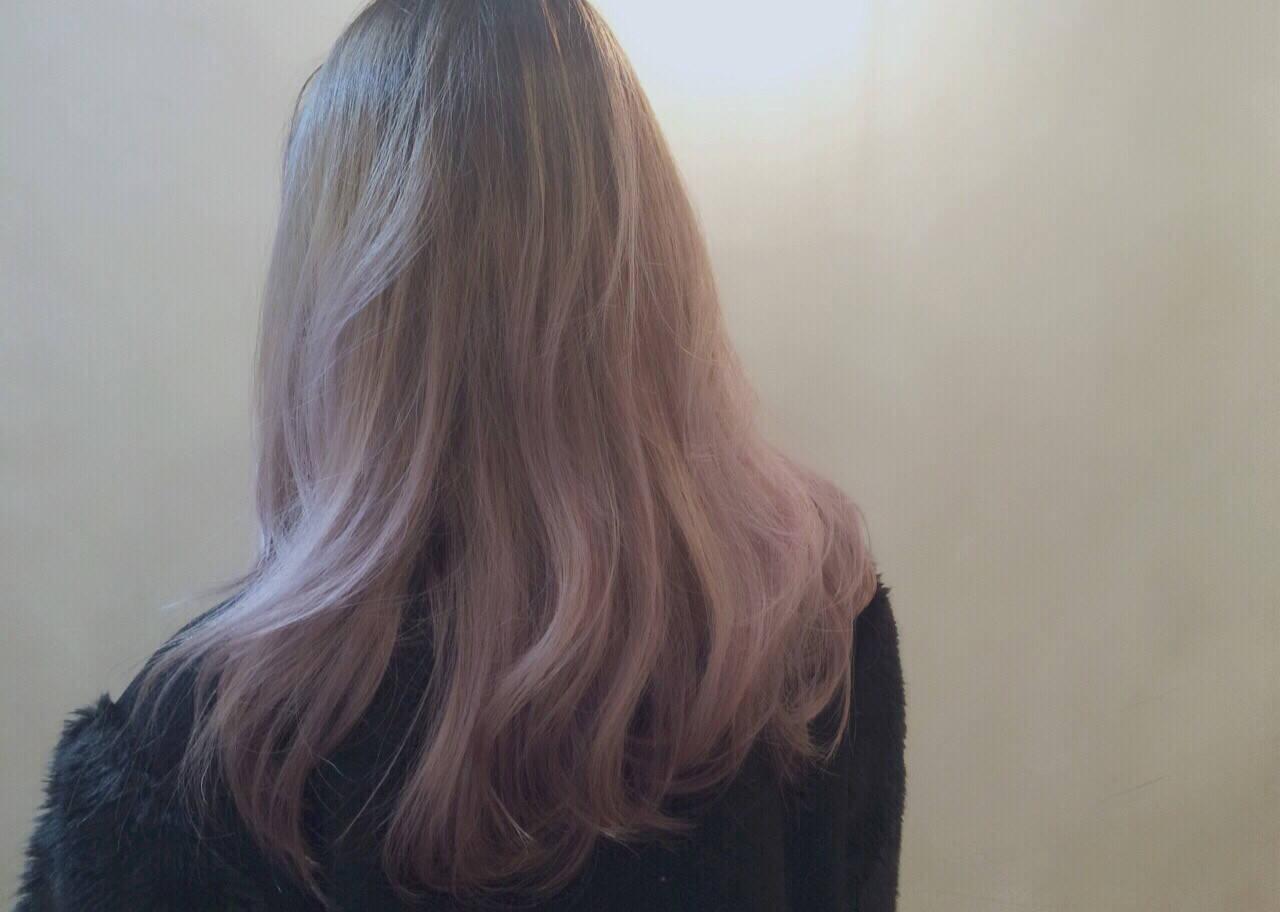 ロング ピンクアッシュ ピンク グラデーションカラーヘアスタイルや髪型の写真・画像