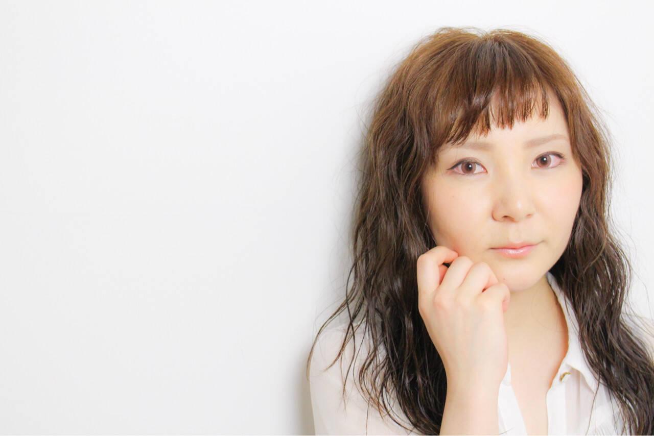 色気 フェミニン パーマ イルミナカラーヘアスタイルや髪型の写真・画像