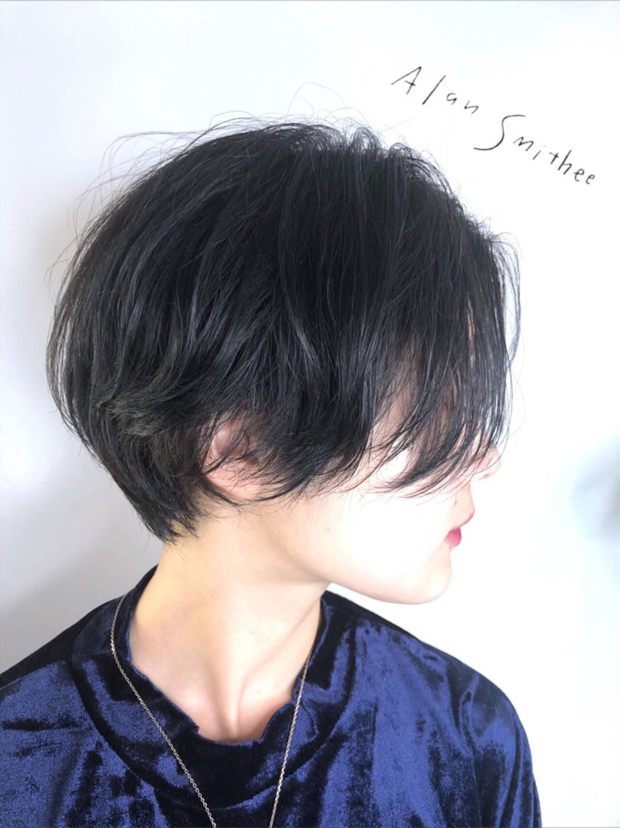 ハンサムショート アッシュグレー モード ブルーアッシュヘアスタイルや髪型の写真・画像