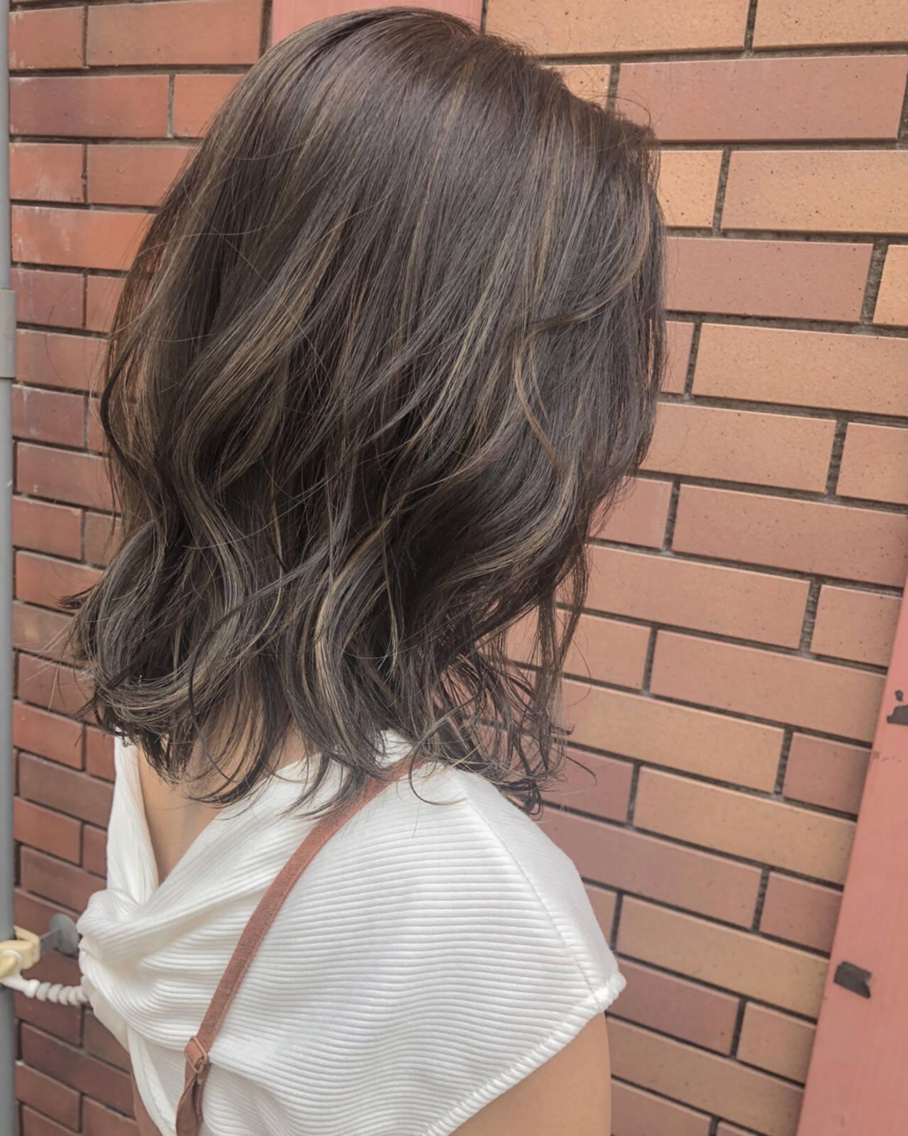 大人かわいい ヘアアレンジ ハイライト ミディアムヘアスタイルや髪型の写真・画像