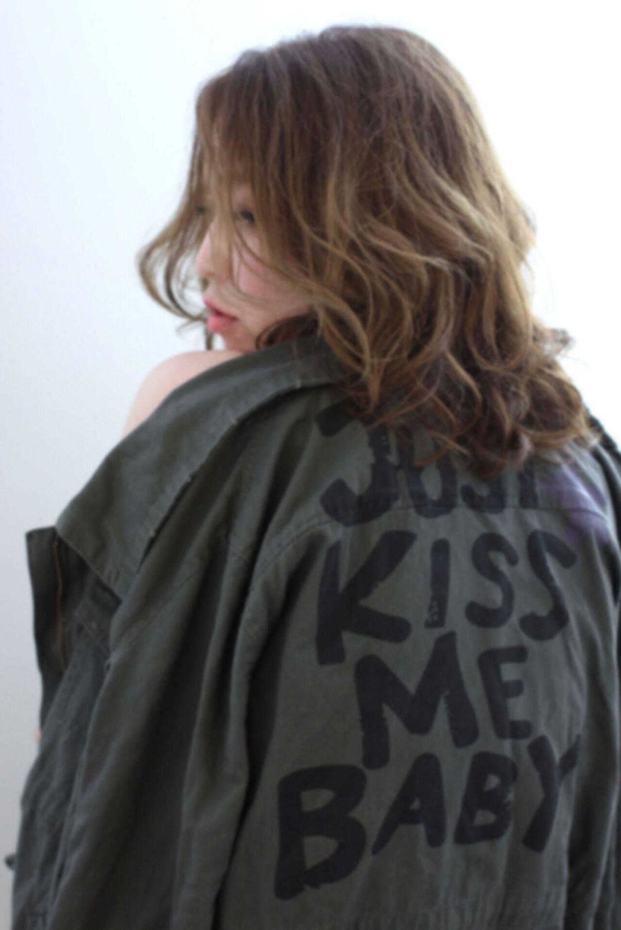 ミディアム アッシュ 外国人風 ストリートヘアスタイルや髪型の写真・画像