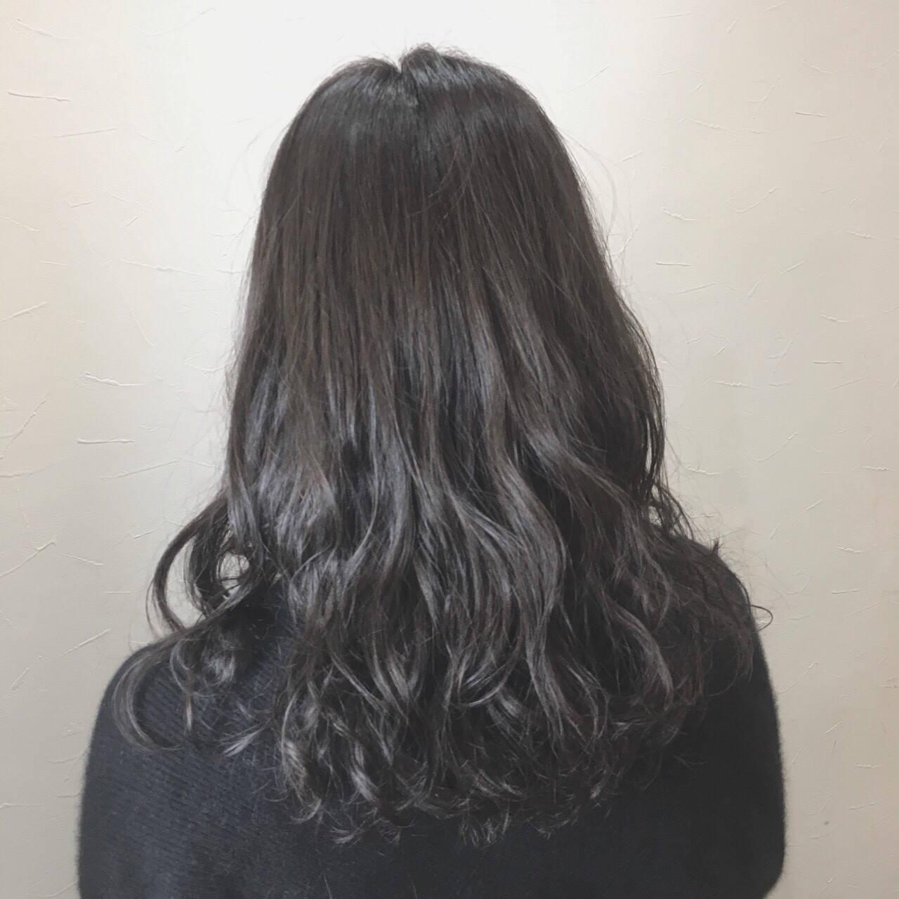 ナチュラル アッシュ セミロング グレージュヘアスタイルや髪型の写真・画像