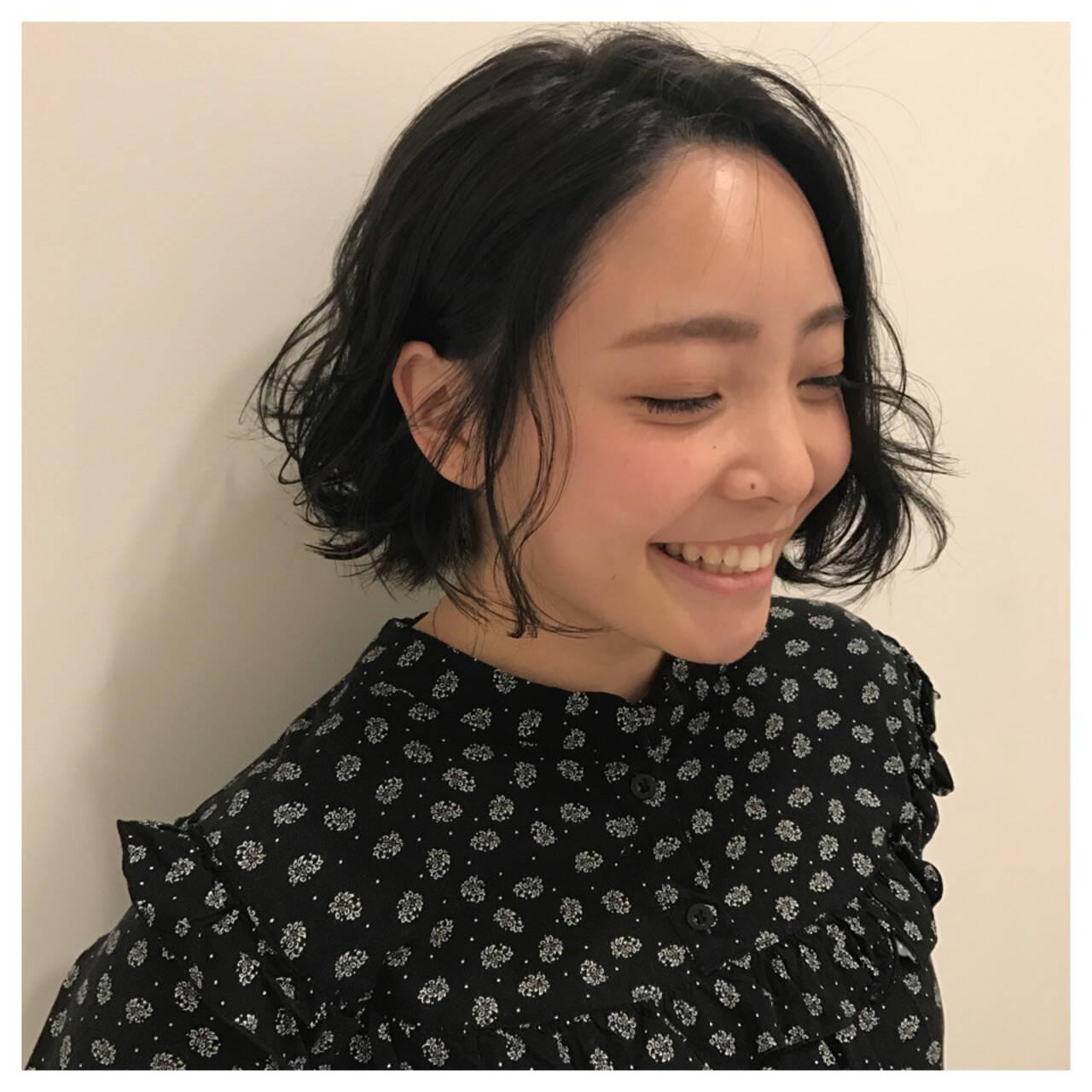 ショートボブ ナチュラル パーマ ヘアアレンジヘアスタイルや髪型の写真・画像