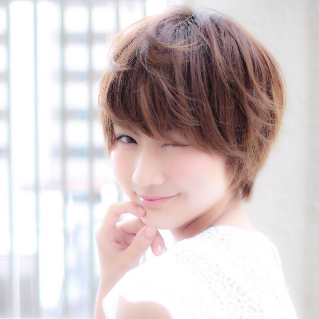 小顔 前髪あり ナチュラル ショートヘアスタイルや髪型の写真・画像