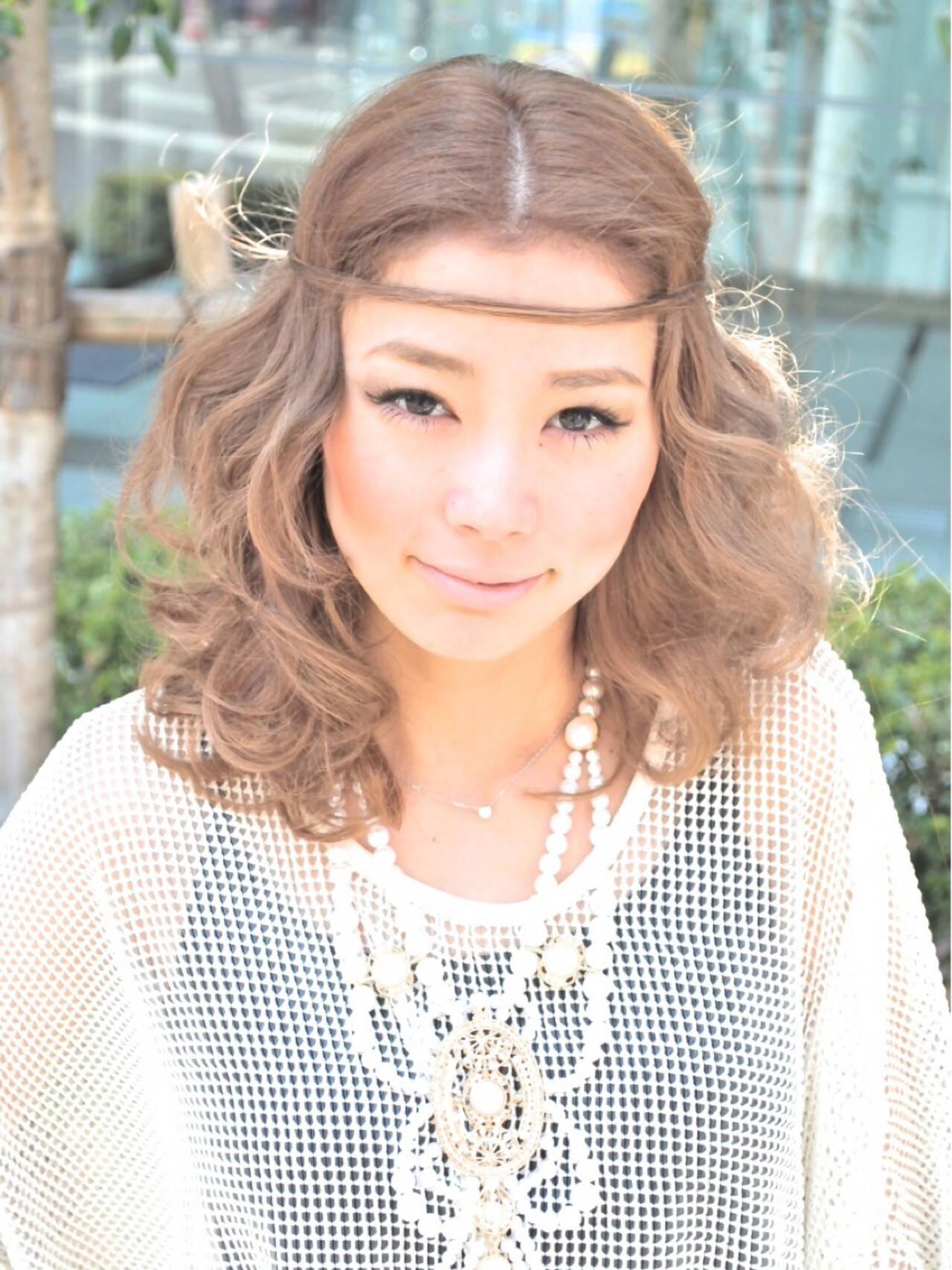 ガーリー 簡単ヘアアレンジ 外国人風 フェミニンヘアスタイルや髪型の写真・画像