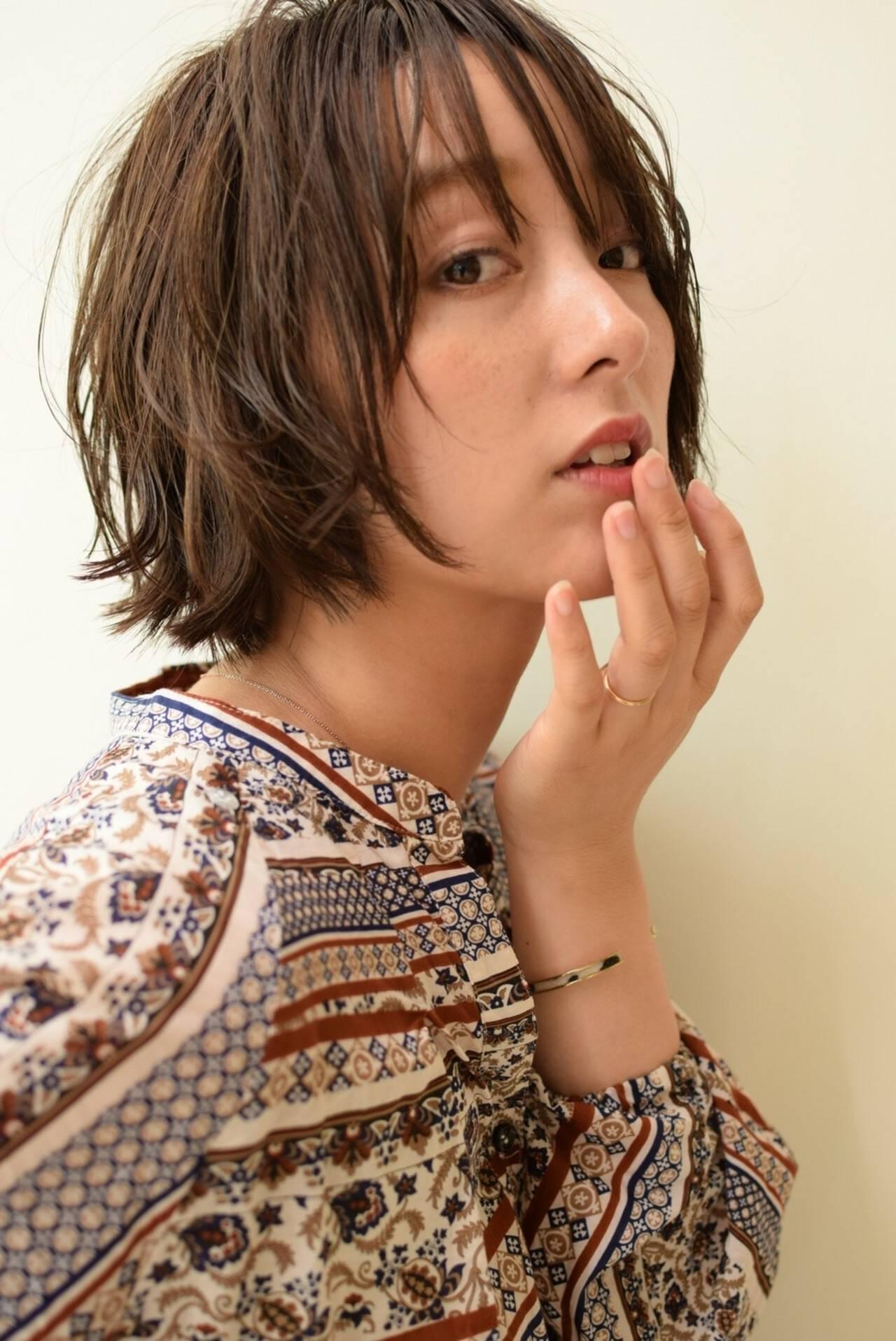 ショートボブ レイヤーカット ナチュラル アッシュヘアスタイルや髪型の写真・画像