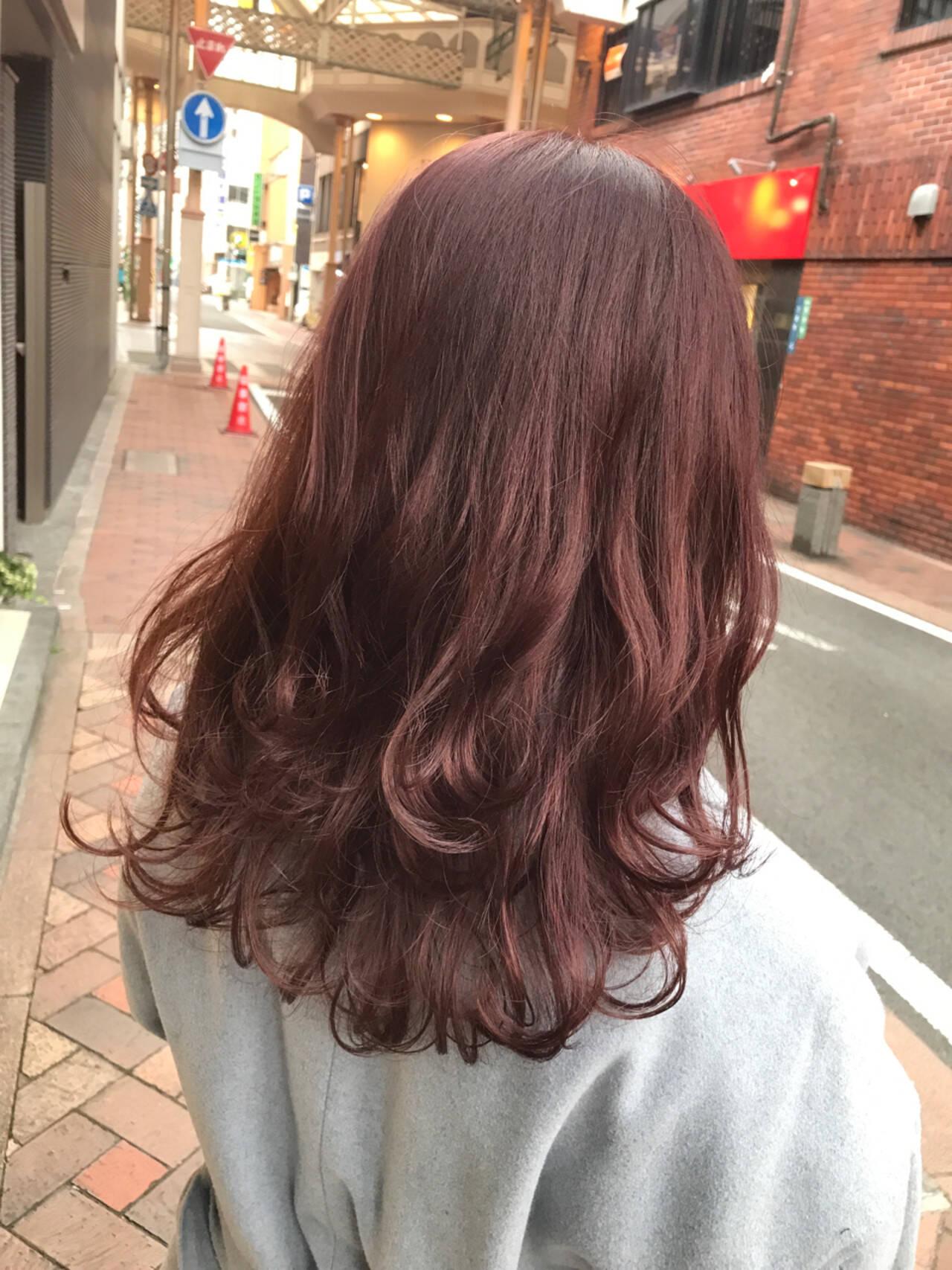 ピンク レッド セミロング グレージュヘアスタイルや髪型の写真・画像