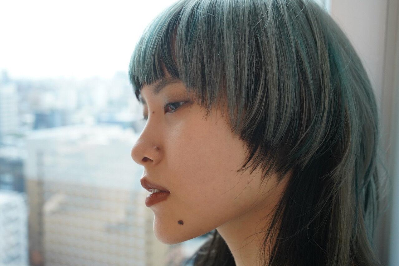 ミディアム モード ウルフ女子 ウルフカットヘアスタイルや髪型の写真・画像