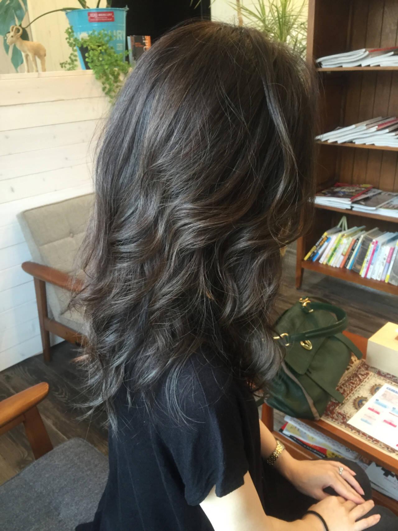 暗髪 外国人風 外巻きパーマ ロングヘアスタイルや髪型の写真・画像