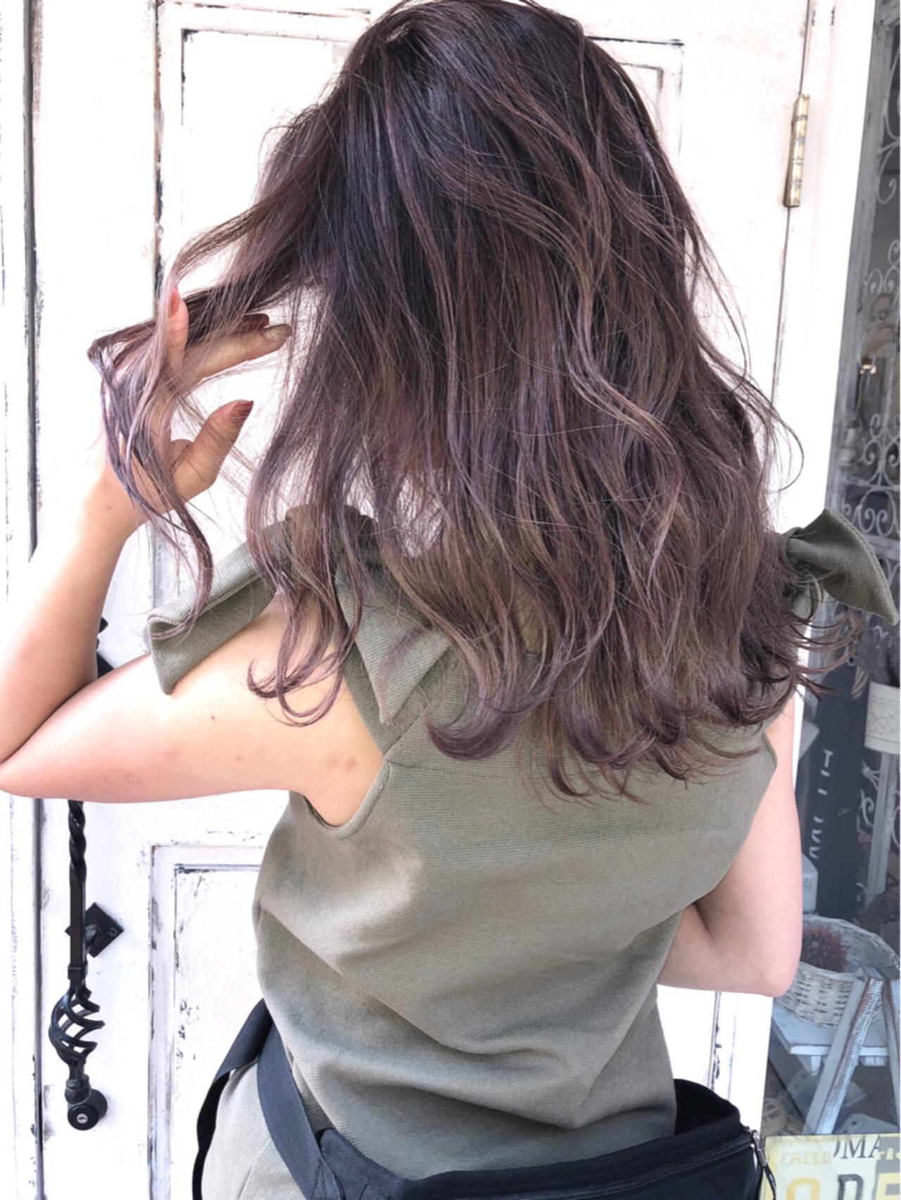 外国人風 ダブルカラー ストリート セミロングヘアスタイルや髪型の写真・画像