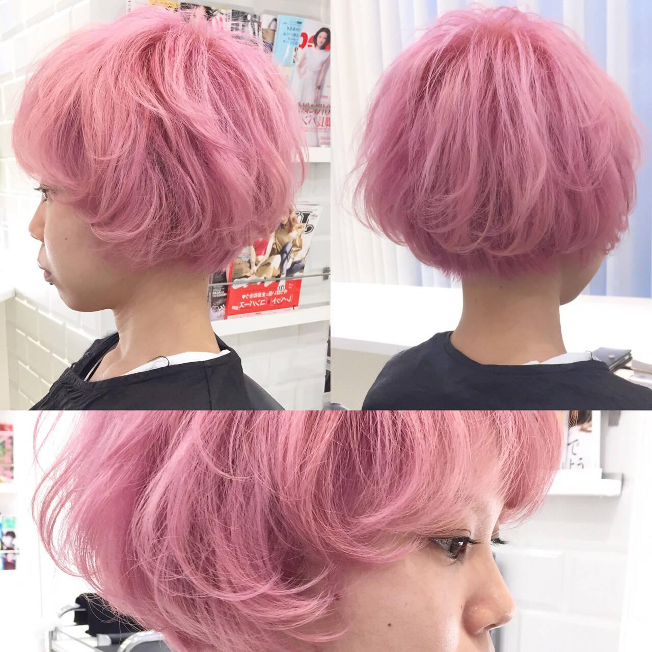 ショート ピンク ハイトーン ガーリーヘアスタイルや髪型の写真・画像
