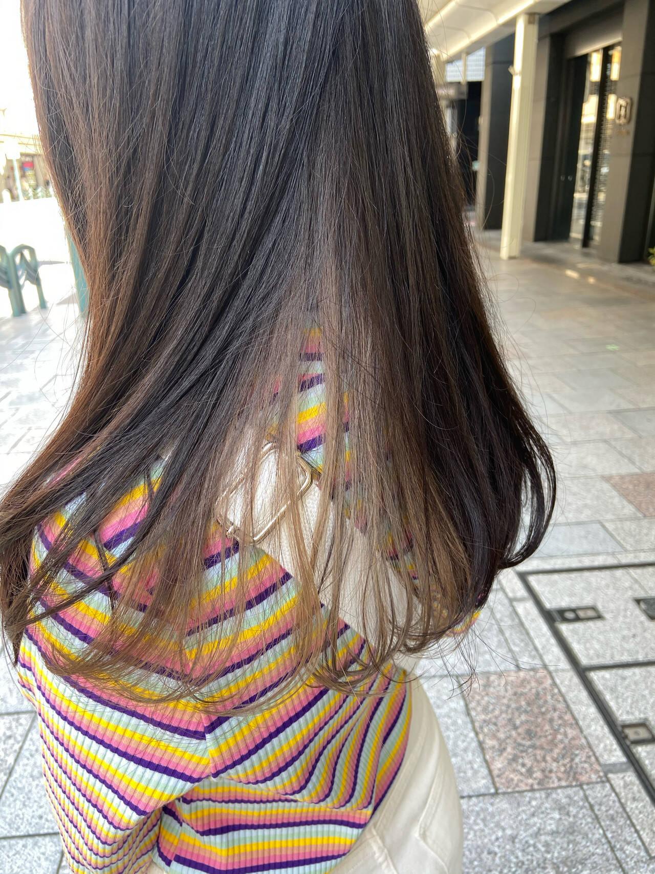 アッシュグレージュ ロング ブリーチカラー ブリーチヘアスタイルや髪型の写真・画像