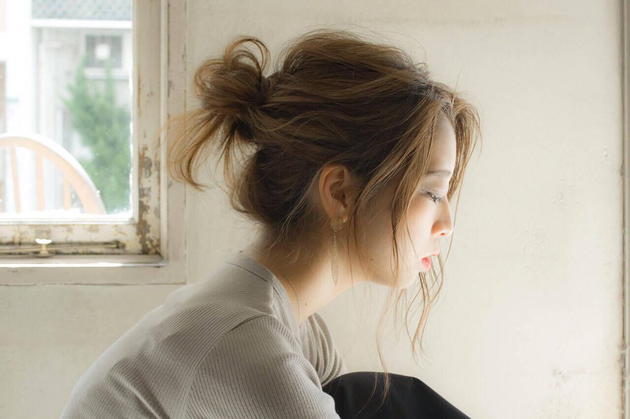 お団子 ナチュラル セミロング 簡単ヘアアレンジヘアスタイルや髪型の写真・画像