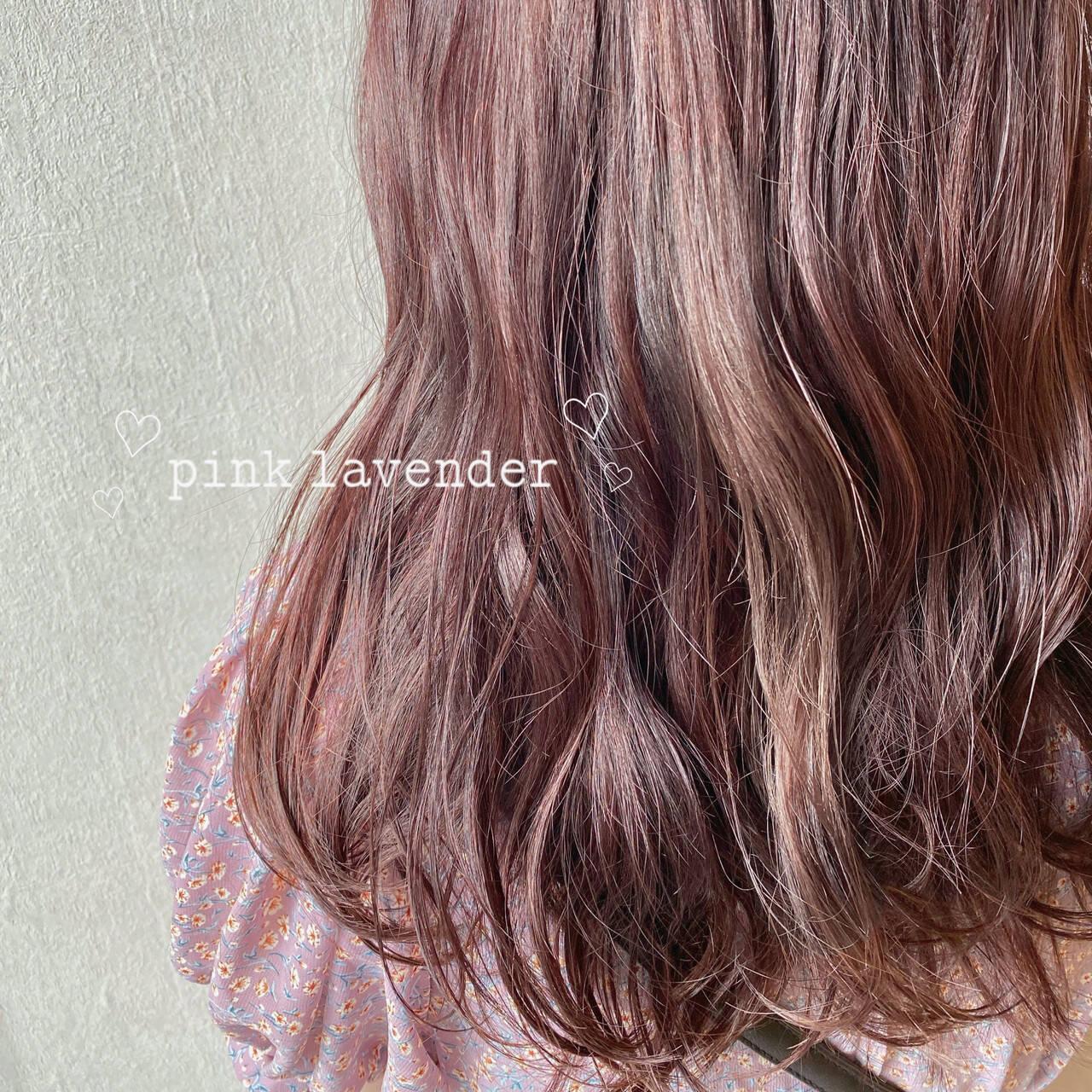 ミディアム ピンクベージュ ピンクパープル ピンクラベンダーヘアスタイルや髪型の写真・画像