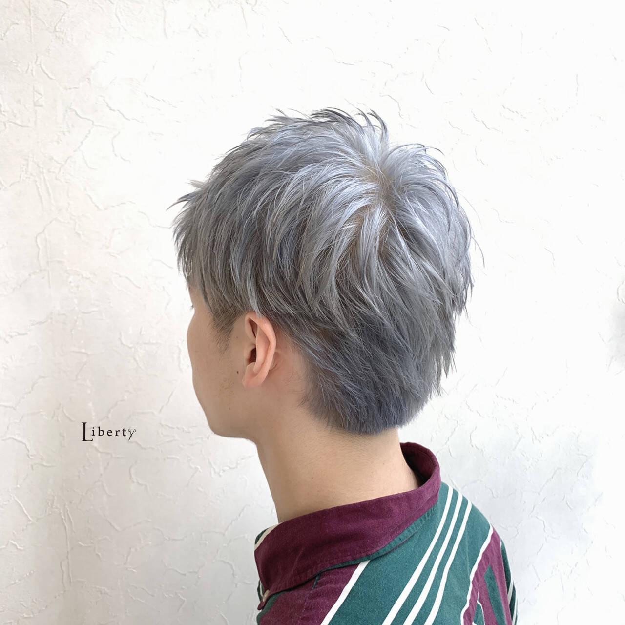 ホワイトグレージュ ホワイトシルバー シルバーグレー ホワイトアッシュヘアスタイルや髪型の写真・画像