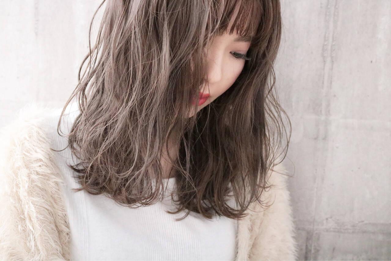 アンニュイほつれヘア ミルクティーグレージュ ミルクティーベージュ ナチュラルヘアスタイルや髪型の写真・画像