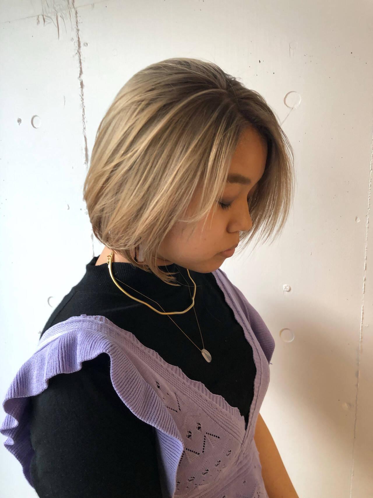 ハイトーンカラー ボブ 切りっぱなしボブ レイヤーカットヘアスタイルや髪型の写真・画像