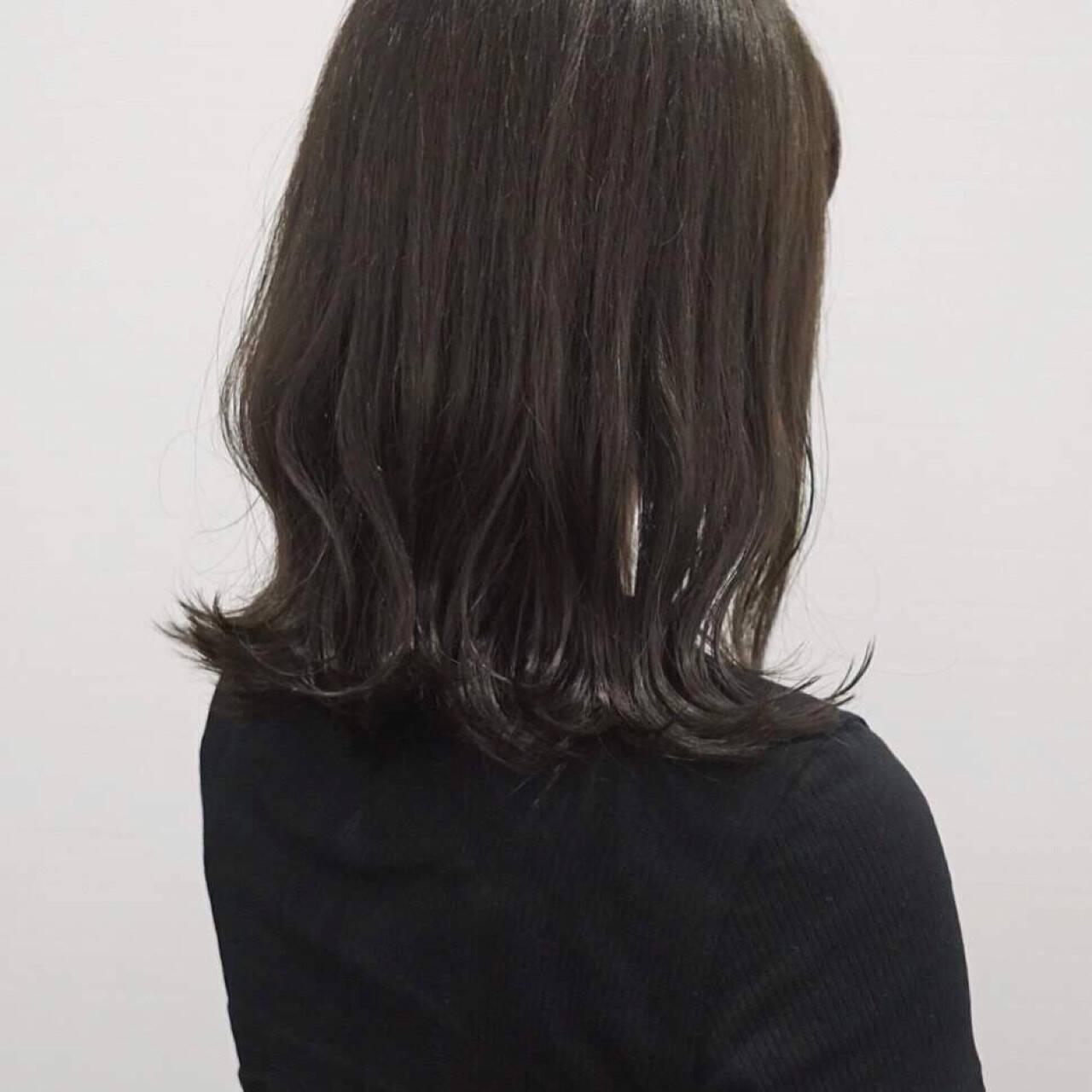 ミディアム 切りっぱなし グレージュ ロブヘアスタイルや髪型の写真・画像