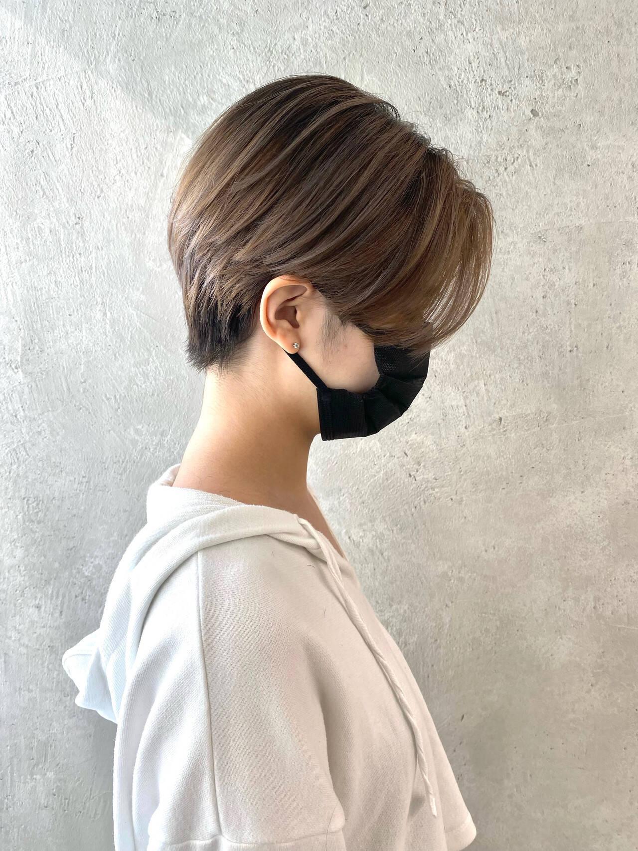 ミルクティーベージュ ナチュラル ショートヘア インナーカラーヘアスタイルや髪型の写真・画像