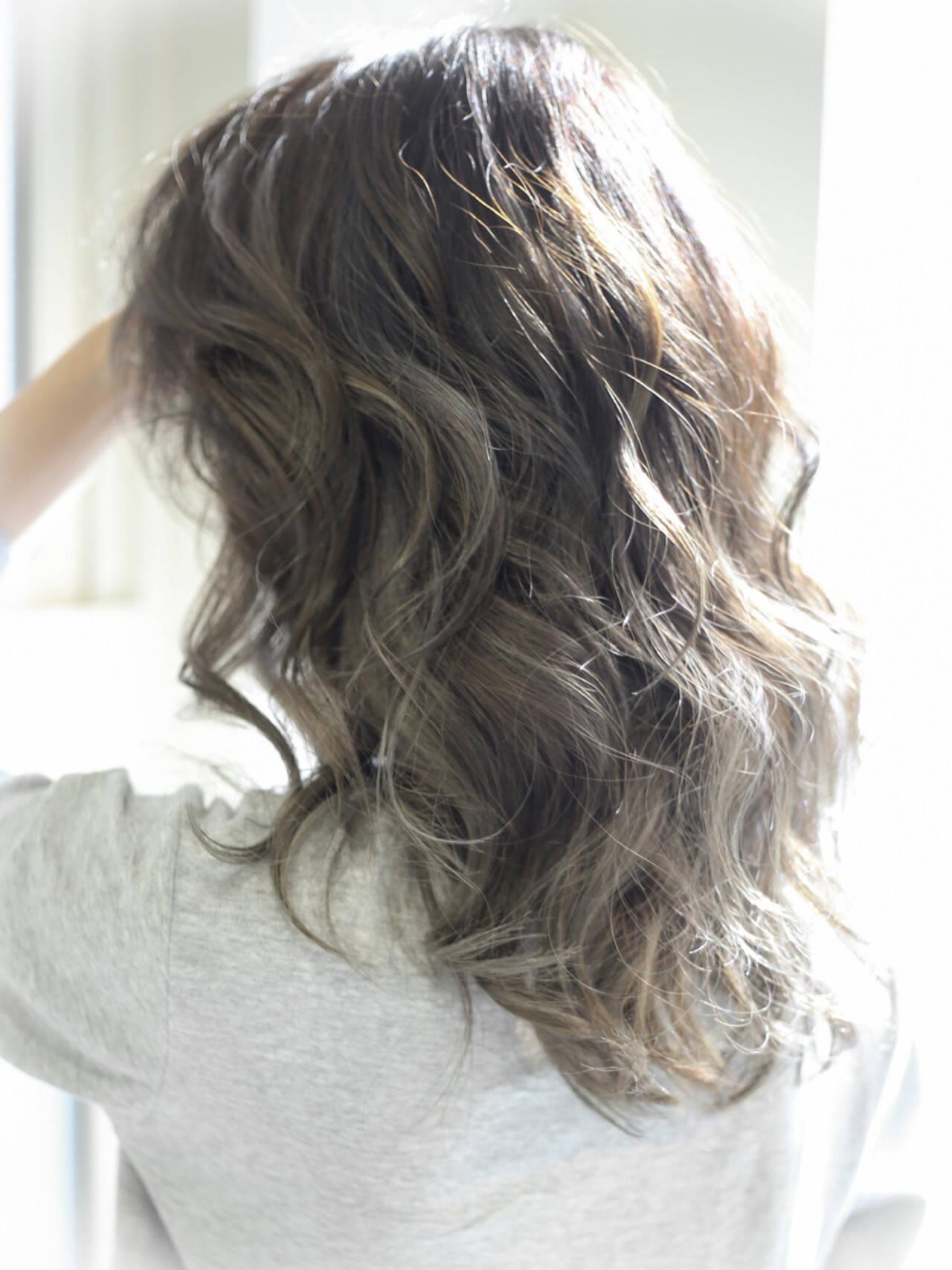 アッシュ ハイライト ローライト ストリートヘアスタイルや髪型の写真・画像