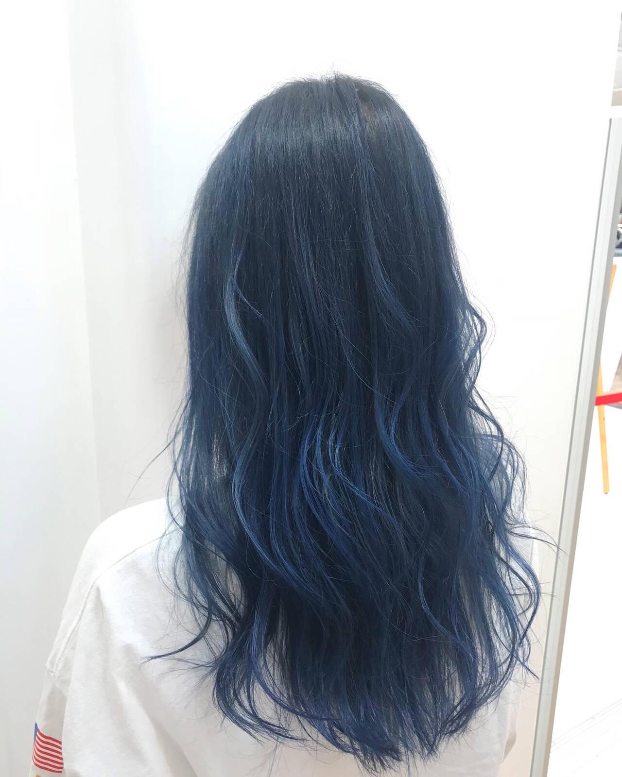 ロング ネイビーブルー ブルーグラデーション ブルーヘアスタイルや髪型の写真・画像