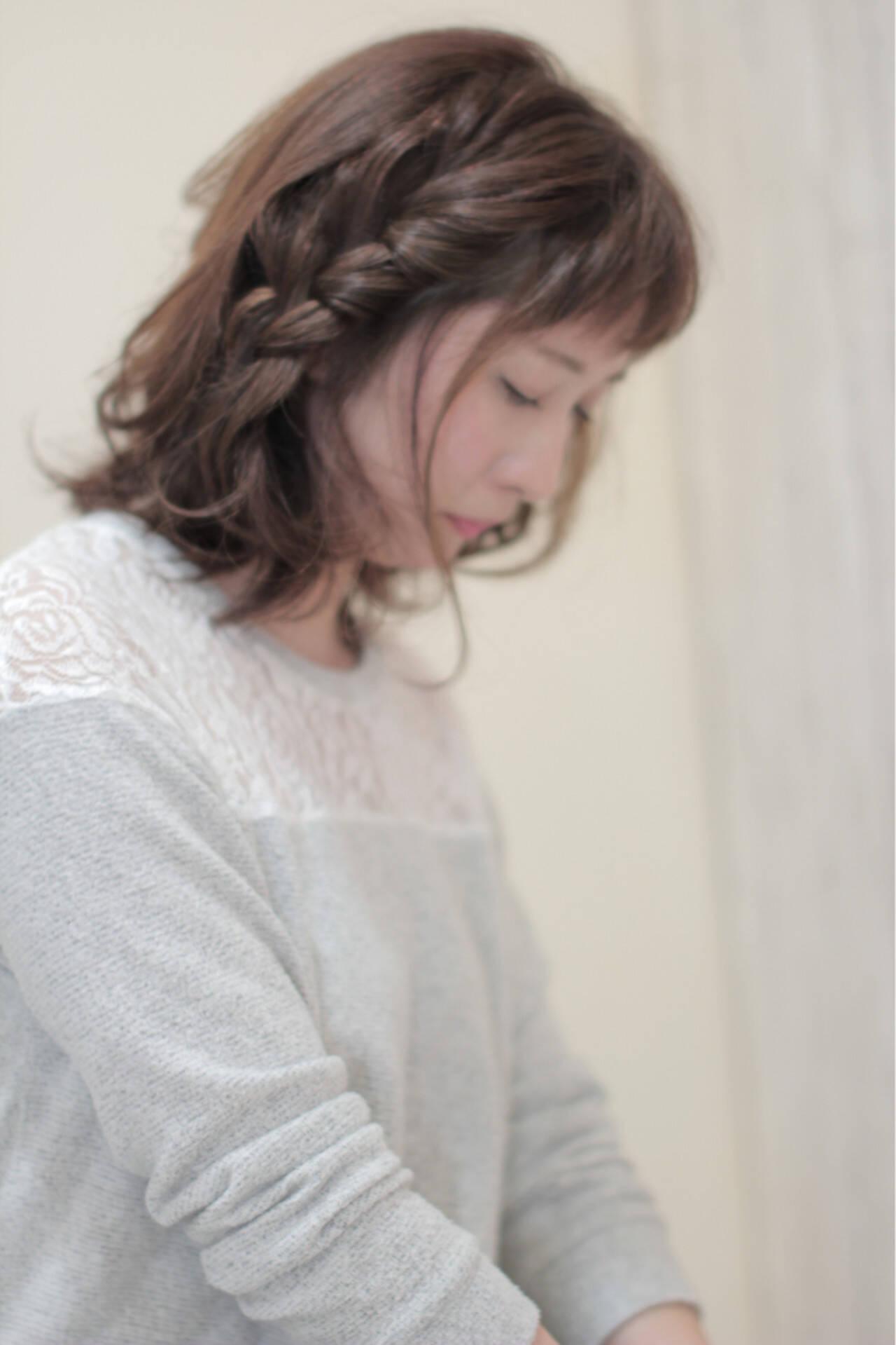 ナチュラル アッシュ 三つ編み ヘアアレンジヘアスタイルや髪型の写真・画像